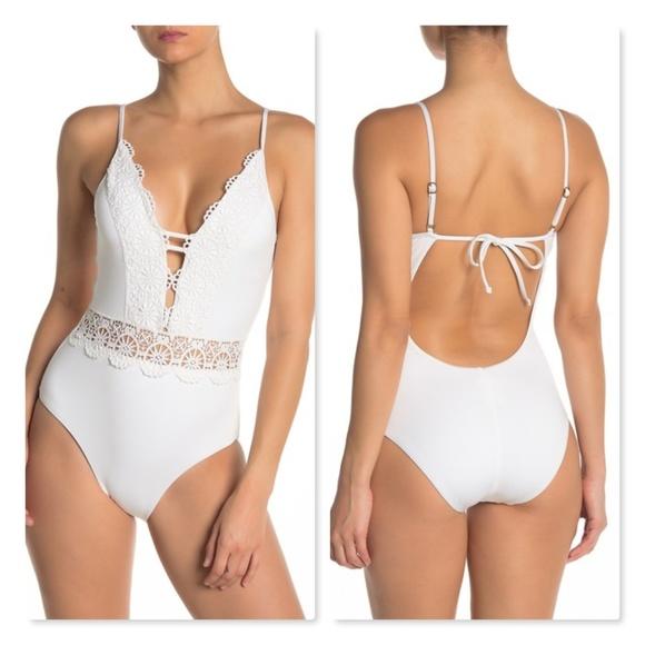 BECCA Siren Plunge Ringlet One-Piece Swimsuit White Large